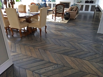 Large Chevron parquetry hand stained - 001