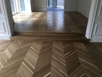 Chevron light heat treated European Oak-002